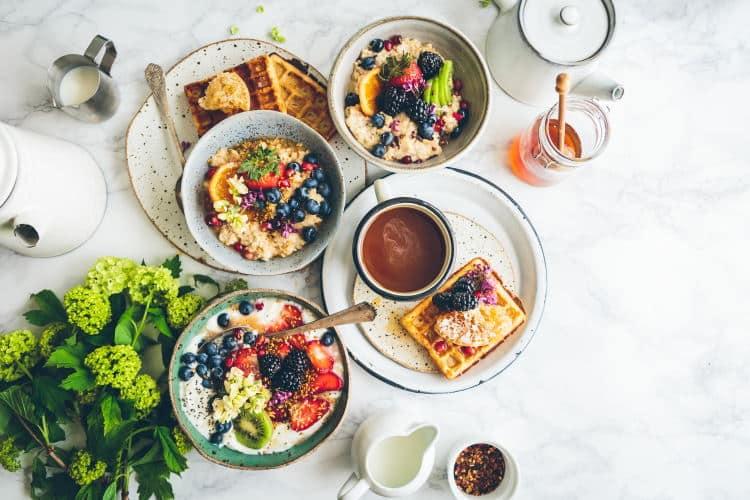 Δέκα τροφές που μας κάνουν χαρούμενους